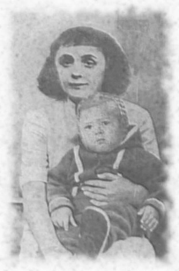 Эдит Пиаф с дочерью Марсель, 1933 г. / Фото: www.peoples.ru