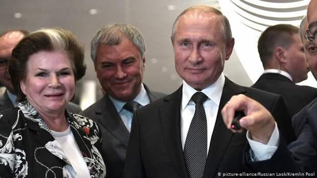 Валентина Терешкова, президент РФ Владимир Путин и председатель Госдумы Вячеслав Володин