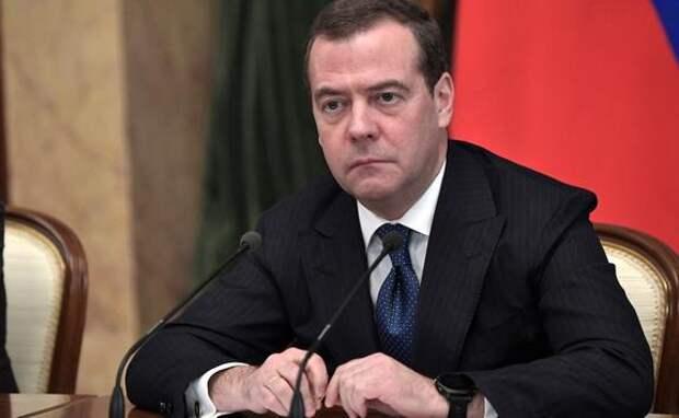Медведев заявил, что решение о повышении пенсионного возраста было непростым, но необходимым