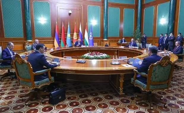 На фото: во время заседания Совета министров иностранных дел стран-участниц Организации договора о коллективной безопасности (СМИД ОДКБ).