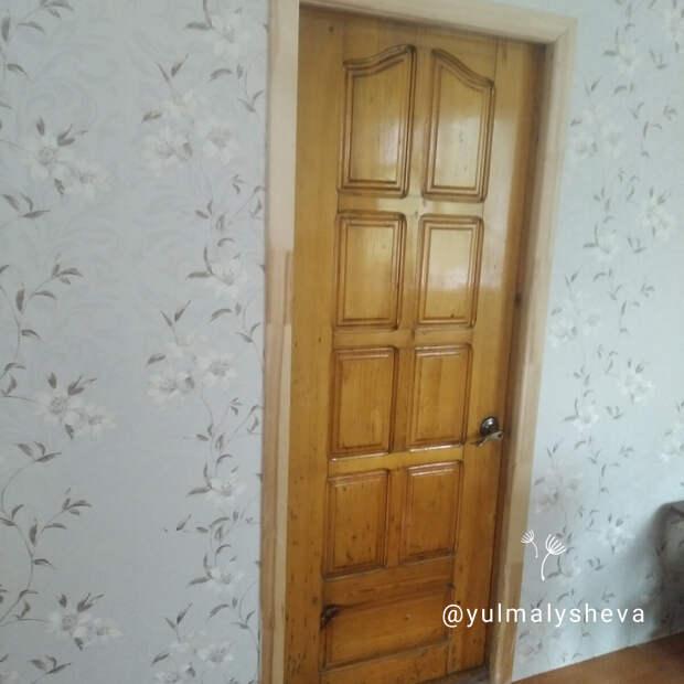 """Так выглядели двери """"до"""" 0 деревянные, под толстым слоем лака"""