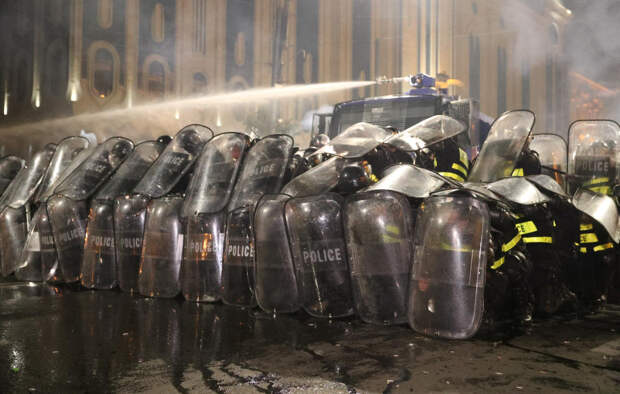 Водомёты и газ: Спецназ разогнал митингующих в Тбилиси (+ФОТО, ВИДЕО)