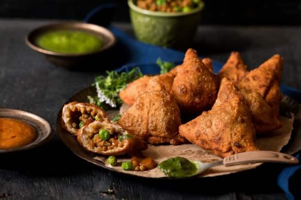 Как приготовить индийские самосы с картошкой и зеленым горошком?