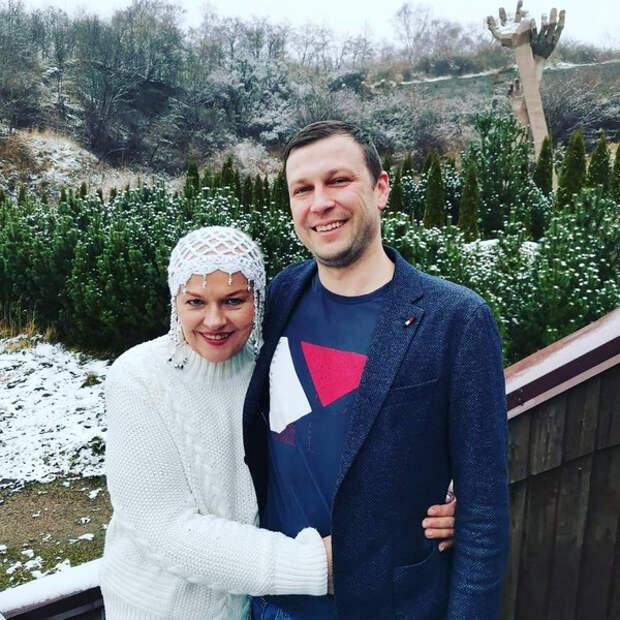 После химиотерапии Александра Яковлева вынуждена носить специальную шапочку – фото