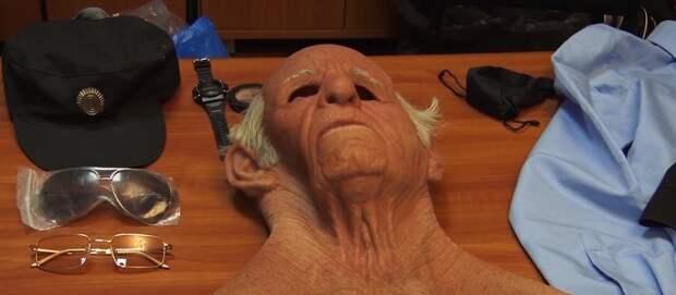 Фантомас возвращается: грабитель в маске пенсионера обчистил два банкомата в Пензе