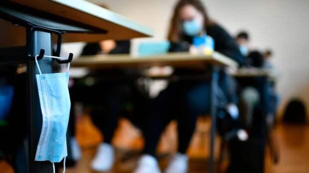 Союз учителей против отмены масочного режима в школах