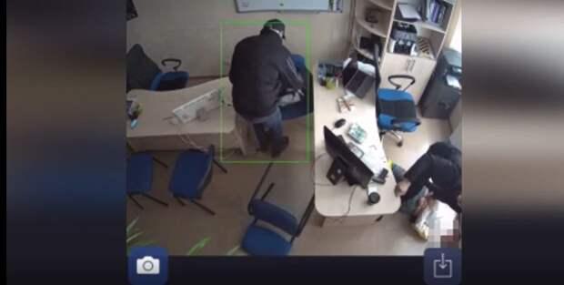 В Симферополе задержали троих грабителей, которые с оружием ворвались в здание агентства недвижимости