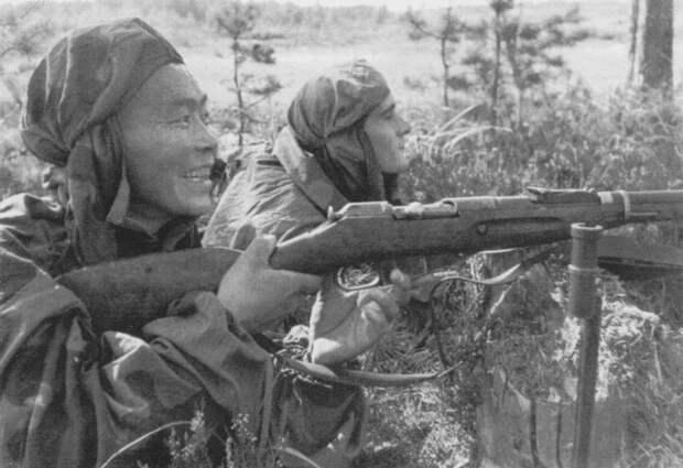 Лучшие снайперы – С. Номоконов и Б. Канотов, 1942 | Фото: liveinternet.ru