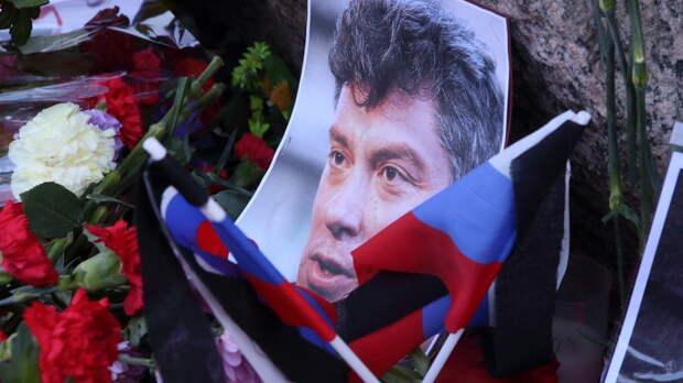 За любой кипиш, лишь бы платили: На марше Немцова требовали разрешить гей-браки и славили Украину