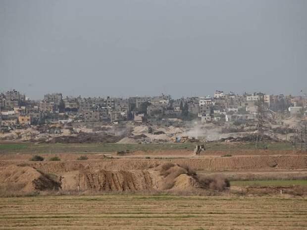 При авиаударе Израиля обрушилось многоэтажное офисное здание в секторе Газа