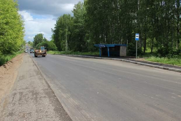 Новые остановки и сигнальные столбики: почти 4 км дороги благоустроили на участке трассы «Глазов-Яр-Пудем»