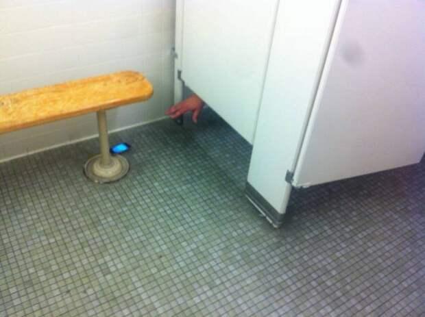 Телефон в туалете
