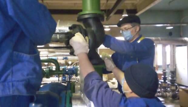 УК провела плановый ремонт теплового пункта в микрорайоне Климовск