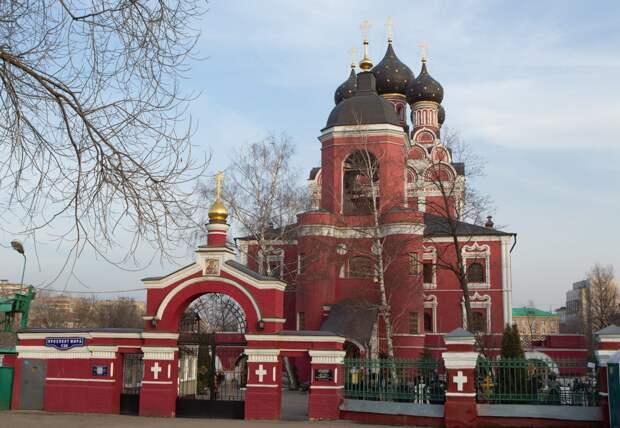Тихвинский храм в Алексеевском устроил благотворительный сбор вещей для бездомных