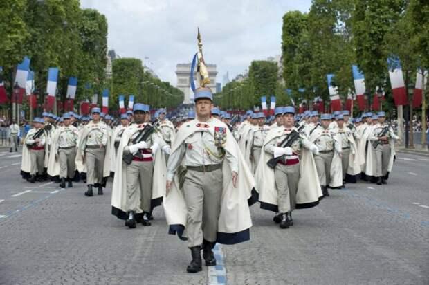 Уже 150000 французских военных пригрозили Макрону госпереворотом