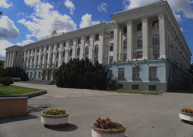Крымские татары вышли на митинг и потребовали к себе Аксенова