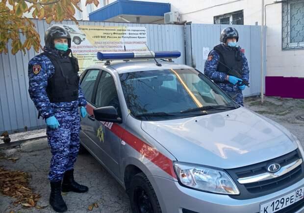 Феодосийский хулиган разбил зеркало бокового вида «скорой помощи»