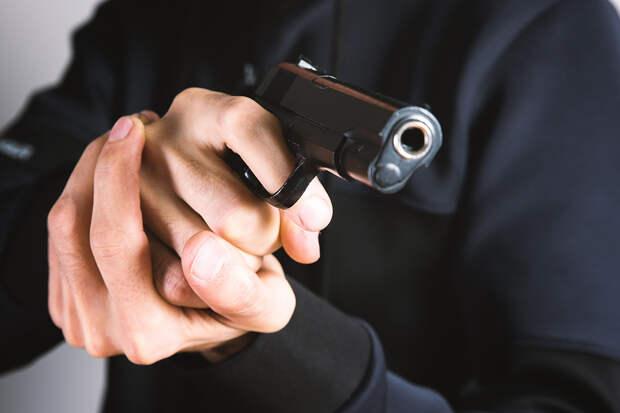 Охранник магазина в Москве выстрелил в катавшегося на самокате ребёнка