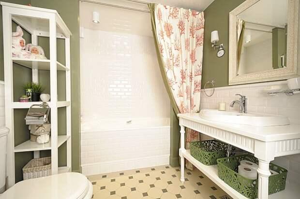 бело-оливковая ванная