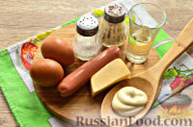Фото приготовления рецепта: Бризоль с сосиской и сыром - шаг №1