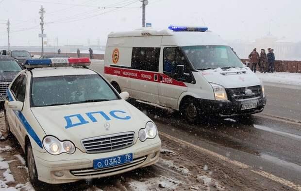 На юг РФ стремительно ворвалась зима: на заснеженной дороге перевернулась маршрутка с людьми