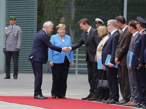 Дайджест СМИ: Меркель снова дрожит, Трамп «уволил» посла Британии, Иран чуть не взял танкер