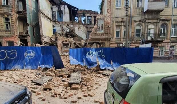 Обвалившийся после ливня дом в Ростове на Социалистической снесут в ближайшие дни