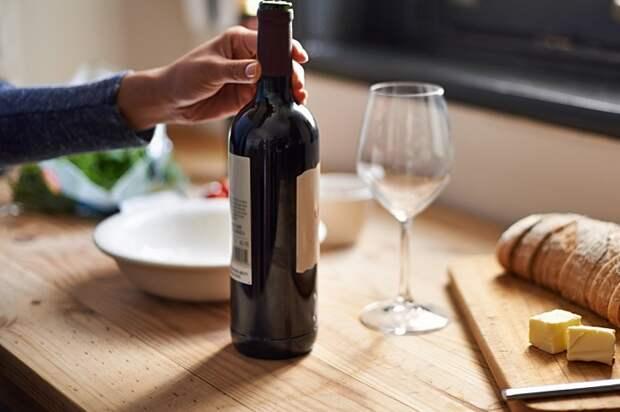 Как открыть бутылку вина без штопора? 6 необычных способов