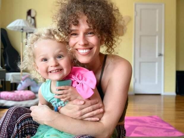 Без одежды ибез комплексов: почему молодая мать изЛос-Анджелеса предпочитает ходить голой