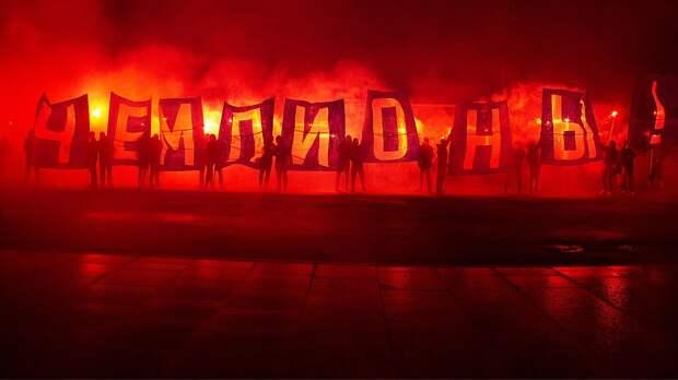 «Зенит» эффектно отпраздновал титул в аэропорту: много огня, фейерверки и заводящий Азмун