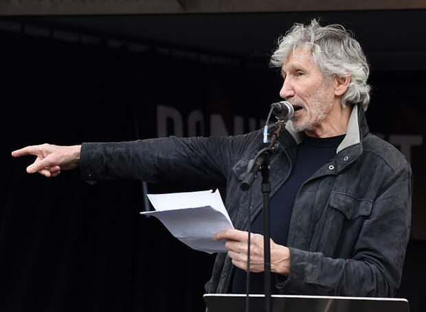 Лидер Pink Floyd в резкой форме ответил на просьбу Цукерберга использовать песню группы