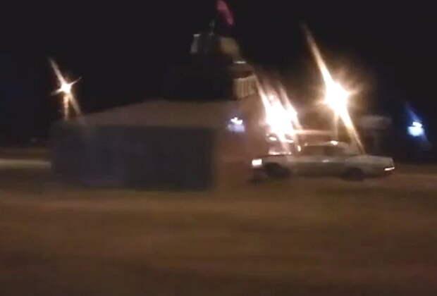 Легковой автомобиль протаранил танк в центре Кургана (ВИДЕО)