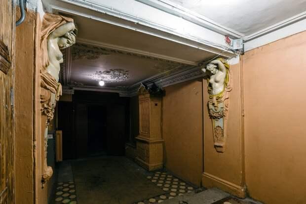 Не подъезд, а парадная! Сокровища петербургских особняков