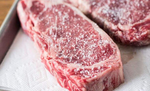 Жарим мясо с корочкой: добавляем сахар
