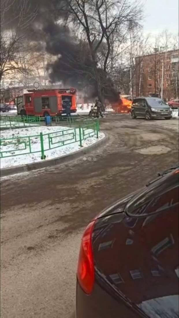 Автомобиль загорелся на улице Кирова в Ижевске