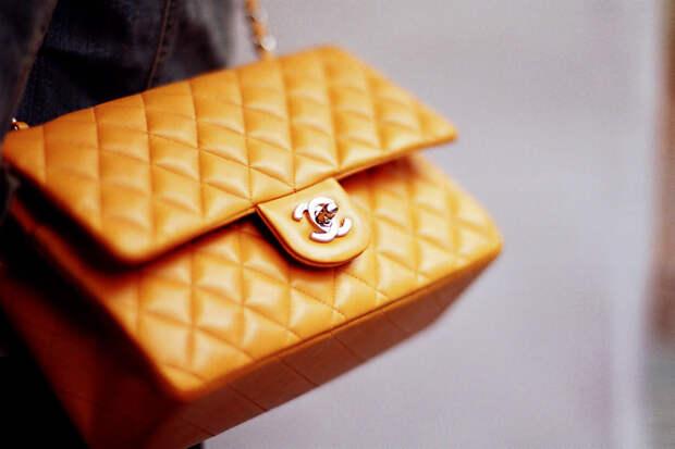 Россиянку оштрафовали на 4 млн рублей за фейковые сумки Chanel