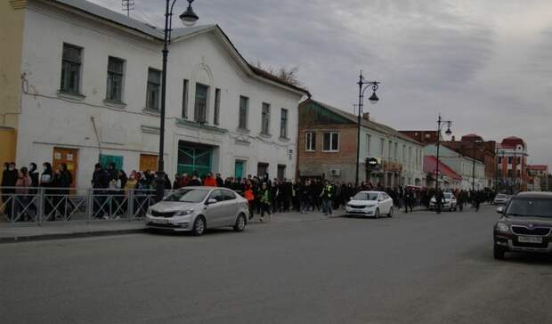 ВОренбурге участники протестной акции вподдержку Навального водили хороводы
