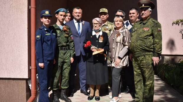 Депутаты Джанкойского городского совета поздравили с Днем Победы ветеранов Великой Отечественной войны