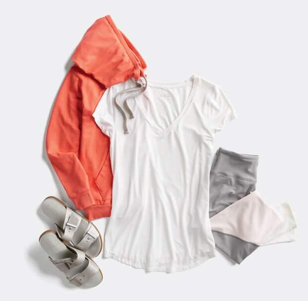Пять стильных способов носить простую футболку