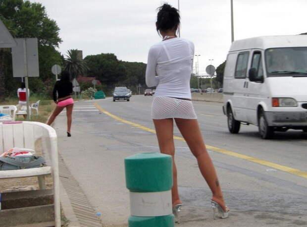 Проститутки из разных стран на рабочем месте