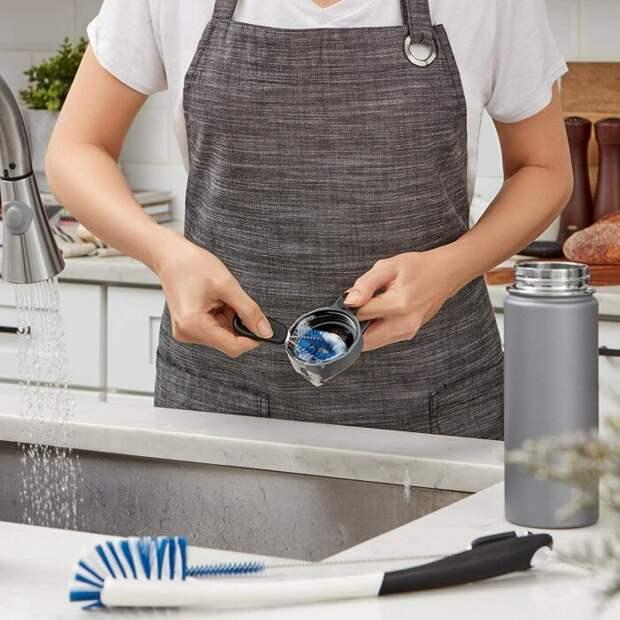 Небольшой щеткой из набора удобно мыть крышки термоса. /Фото: images-na.ssl-images-amazon.com