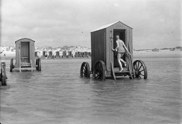 Как купались в XVIII и XIX веках и при этом умудрялись сохранять правила приличия тех времен