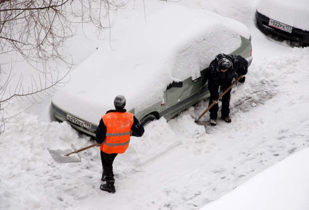 Рекордное количество снега выпало в Москве за ночь