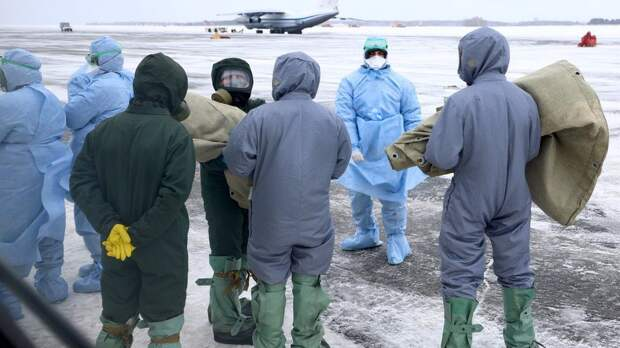 Как встретили эвакуированных людей из Уханя в разных странах?