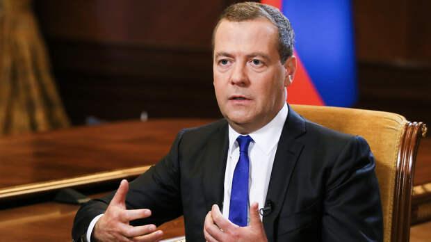 Медведев: отношения России и США фактически вернулись в эпоху холодной войны