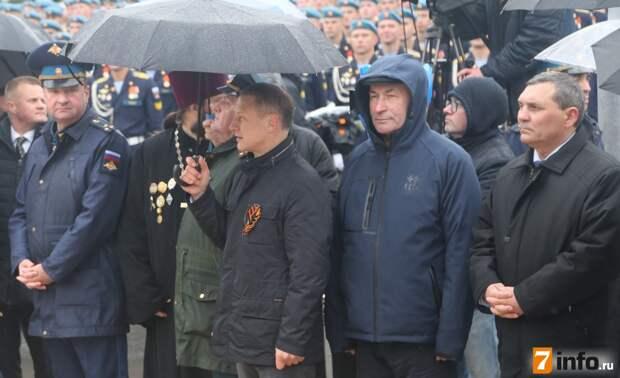 Рязанцы встретили десантников, принимавших участие в Параде Победы на Красной площади