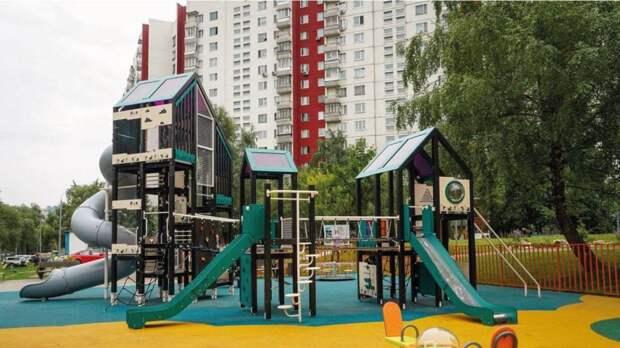 Благоустройство более двух тысяч дворов назначили на 2022 год в Москве