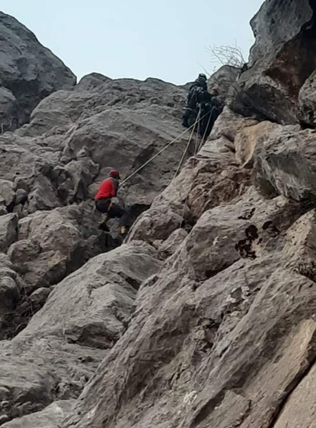 Турист застрял на скале у Форосской церкви в Крыму