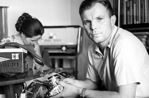 Какую премию получил Гагарин за полёт в космос