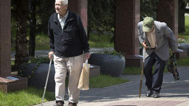 Пенсионерам мешают посредники и мелкий шрифт: Эксперт об уловках НПФ